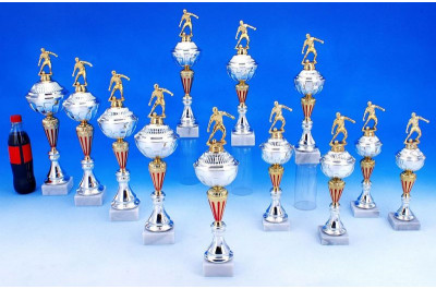 Fussball Pokale in gold-silber-rot