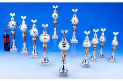 Badminton Pokale in gold-silber-rot