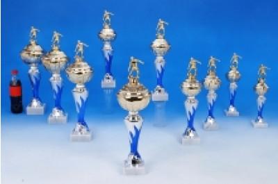 Fußball-Pokale mit Flammendekor und Figur