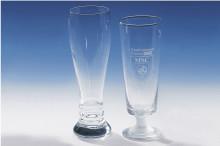 Weizenbierglas und Biergläser mit Lasergravuren