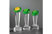 Exklusive Glastrophäen auf Kristallsäulen und Glasdiamant smaragdlook