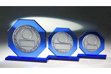 Achteck Glastrophäen in blau mit Emblem und Gravur