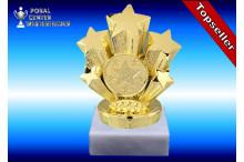 Sporttrophäen in gold auf echtem Marmor