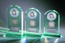 Jade-Glastrophäen mit Uhr Emblem und Gravur