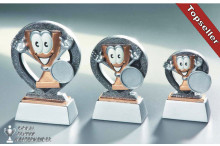 dreier Kindertrophäen Serie mit Emblem