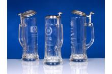 Schlanke exklusive Glasbierseidel mit Zinndeckel und Lasergravur