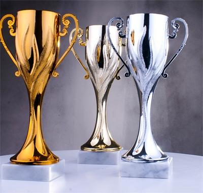 Pokal Pokale Sportpreis Trophäe Figur gold silber bronze mit Gravur Höhe 10 cm